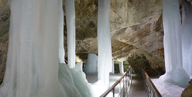 Ice karst phenomena, Demanova Cave