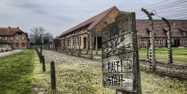 Warning sign at the entrance to the Auschwitz